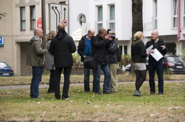 Im Gespraech mit der Mitarbeiterin des Weser-Kurier | Foto: H. Schwoerer