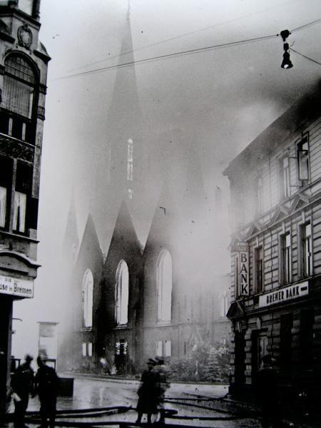 Brand der Kirche a. Rchtg Fedelhoeren, Quelle: myspace.com/terraflophb
