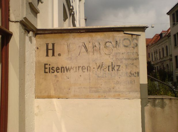 Alte Reklame für die Firma Pansch Haushaltswaren am Fedelhören 71, Quelle: J.Amthor, 2010
